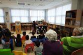 Nueva tarde de cuentacuentos y manualidades en la biblioteca municipal Rosa Contreras