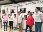 La directora general de Mujer, Alicia Barquero inauguró una exposición artística sobre violencia de género en el IES 'Ruiz de Alda', de San Javier