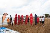 Una veintena de jóvenes se inicia en Mazarrón en la práctica de deportes náuticos gracias a la campaña 'Días azules'