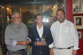 """El ciezano Antonio Cama recibe el """"premio al mejor par de banderillas 2015"""""""