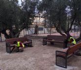 Alumnado del Programa Mixto de Empleo y Formación JV San José 1 instala ocho bancos en la pedanía de La Ribera de Molina