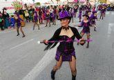 Más de 1.000 personas participan en un colorido y chispeante desfile de Carnaval en Las Torres de Cotillas