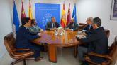 El alcalde abordó con el presidente de Aena, Jaime García Legaz el futuro de  los puestos de trabajo de Aena y empresas auxiliares que operan en San Javier