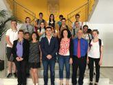 El alcalde recibe a estudiantes franceses de intercambio con el colegio 'Sagrado Corazón'