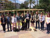 La Plaza de España de Molina de Segura acoge una exhibición de perros guía de la ONCE para mostrar cómo dan seguridad y movilidad a las personas ciegas