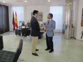 El consejero de Fomento se reúne con el alcalde de San Javier