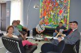 Los empresarios de alojamientos de Santiago de la Ribera se reúnen con el alcalde de cara a la inminente temporada