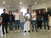 El alcalde, José Miguel Luengo  recibe en el Ayuntamiento a las jugadoras del 'AIS Playas de San Javier', tras proclamarse campeonas de Europa