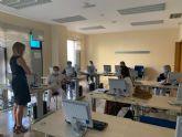 Las directivas de los centros de la mujer reciben formación para realizar sus trámites de manera digital