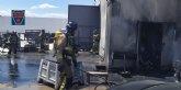 Incendio declarado en almac�n de veh�culos en Mazarr�n