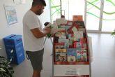 Mayores y pequeños disfrutan de la lectura en época estival gracias a la 'Bibliopiscina'