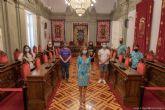 Los alumnos del CEIP La Asomada presentan a la alcaldesa su proyecto ´El Mar Menor de los niños´