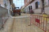 Entran en su última fase las obras de renovación de servicios y adoquinado mediante plataforma única en la calle Romualdo López Cánovas