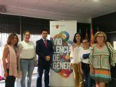 Profesionales sanitarios y de servicios sociales participaron hoy en Santiago dela Ribera de un seminario para mejorar la coordinación sociosanitaria en violencia de género