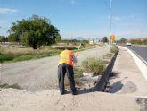 La Comunidad pone en marcha un plan de limpieza y desbroce de cunetas en Puerto Lumbreras