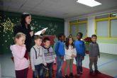 Los alumnos del colegio Bahía animan a leer 'Leo en la torre'