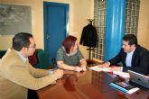 El alcalde de Alcantarilla y la presidenta de la Asociación 'Sin Barreras', se reúnen para lograr un punto de equilibrio en el desarrollo de la nueva ordenanza para la emisión y uso de tarjetas de estacionamiento para personas con discapacidad