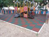 Parques y Jardines renovar� antes del verano el 100% de las losetas en las �reas de juegos infantiles