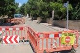 Esta semana han comenzado las obras de renovación urgente de la tubería principal de agua potable en la calle Badajoz, de la urbanización 'La Charca'