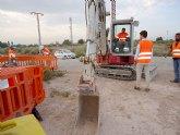 Esta semana finalizan las obras de instalación de la tubería de distribución de agua potable construida junto a la rambla de La Santa, en el barrio Tirol Camilleri