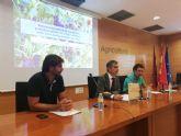 El consejero de Agua presenta una publicación sobre las orientaciones productivas del sector agrario de la Región
