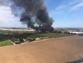 Incendio en una finca ubicada junto a la autopista AP-7, en San Javier