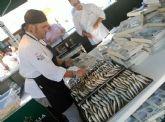 Éxito de público en MiMarMenor de Salazón que se despidió ayer con una gran moraga de sardinas en la plaza de España
