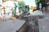 Prosiguen las obras de arreglo de un tramo de la red de alcantarillado en la calle General Aznar