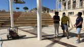 El Ayuntamiento lleva a cabo labores de acondicionamiento en el patio del Centro Cívico, que albergará los conciertos de las Fiestas Patronales
