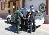Detenidas in fraganti dos personas con más de seis kilos de cogollos de marihuana y 20.000 euros en Fortuna