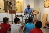 Un centenar de niños participan en el taller sobre pirograbados que ofrece 'Nardi'