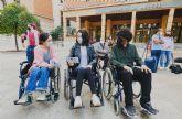 Estudiantes de la UMU se ponen en la piel de personas con discapacidad en una gymkhana que evalúa la accesibilidad de la información pública