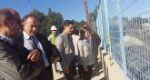 El Concejal de Educación y la Directora de Centros visitan las obras de estabilización del talud del IES Pedro Guillén