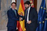 El alcalde de Mazarr�n expone al presidente del gobierno regional las prioridades para el municipio