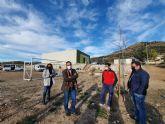 El alcalde de Lorca supervisa los trabajos de creación del jardín botánico en Zarzadilla de Totana