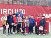 Más de una decena de niños de la escuela de tenis Kuore participan en la I liga aficionados regional de tenis