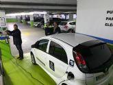 El Ayuntamiento habilita en el parking de San Vicente un punto de carga para vehículos eléctricos que complementa a los existentes en San José, Avenida de Europa y Sutullena