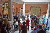 Acto solidario de entrega de telas por el Ateneo de Sevilla