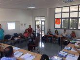 Los 15 participantes en el programa mixto de empleo-formación Atención sociosanitaria a personas dependientes en instituciones sociales realizan un curso de Manipulador de alimentos