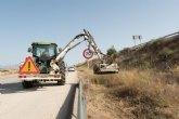 Realizan una campaña de limpieza en márgenes y cunetas en 1.700 kilómetros de la red regional de carreteras