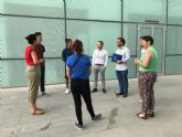 Un grupo de jóvenes visita el ayuntamiento para conocer servicios y trámites que se realizan