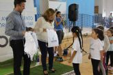 Deportes obsequia a los alumnos de las escuelas deportivas con una mochila en el inicio de curso
