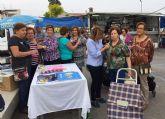 La Junta Local de la AECC celebró el 'Día contra el cáncer de mama' en el mercado semanal