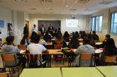 El director general de FP visita a los estudiantes de Comercio Internacional del IES 'La Florida'