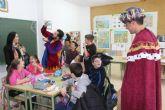 Los niños de Puerto Lumbreras entregan sus cartas al Cartero Real