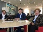 El alcalde firma convenios de colaboración con dos asociaciones de Amas de Casa