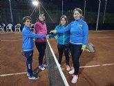 """Esta semana se está disputando el torneo de dobles padres e hijos """"Raqueta Navideña"""" organizado por la Escuela de Tenis Kuore"""