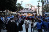 100 alumnos de la UCAM celebran la Navidad con los ancianos por el centro de Cartagena