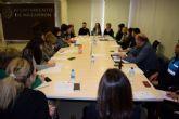 La mesa local contra la violencia de g�nero re�ne a un amplio n�mero de profesionales de diferentes �reas