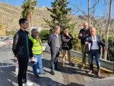 Mejoran la seguridad de la travesía de Villanueva del Río Segura con la reconstrucción de un muro de contención que protege la vía